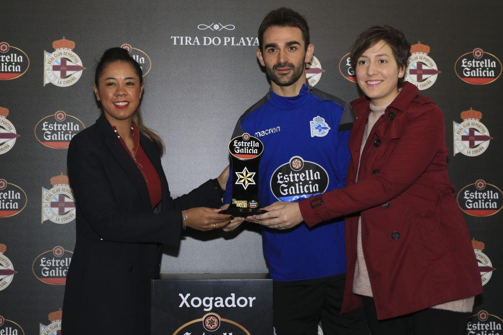 Adrián López entrega premio Jugador Estrella Galicia